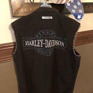 Sleeveless Harley Davidson shirt